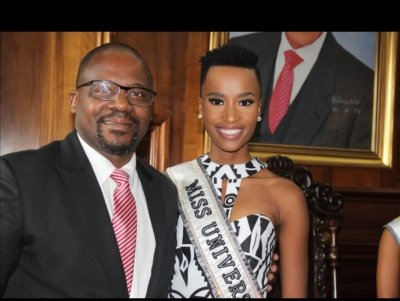 PROUDLY CPUT: Vice-Chancellor, Prof Chris Nhlapo with the reigning Miss Universe, Zozibini Tunzi.