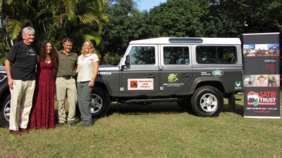 SPONSORED: Land Rover South Africa in partnership with the SATIB Conservation Trust sponsored a brand new vehicle to the Kgalagadi Lion Project. The project forms part a Masters research project conducted by Otto and Maya Beukes