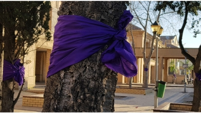 AWARENESS: The HIV/Aids Unit has wrapped trees with purple ribbons on all CPUT main campuses including Ganger Bay to symbolize gender-based violence ahead of the silent protests that will held at lunchtime on 29 August.